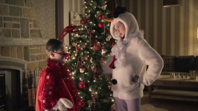 Des voleurs le soir de Noël ? Mais noooon... il s'agit juste de Belgacom TV qui partage les fêtes avec vous! Découvrez la magie de Noël sur Belgacom TV !